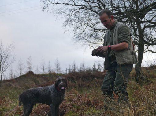 chasseur avec son chien en Ecosse